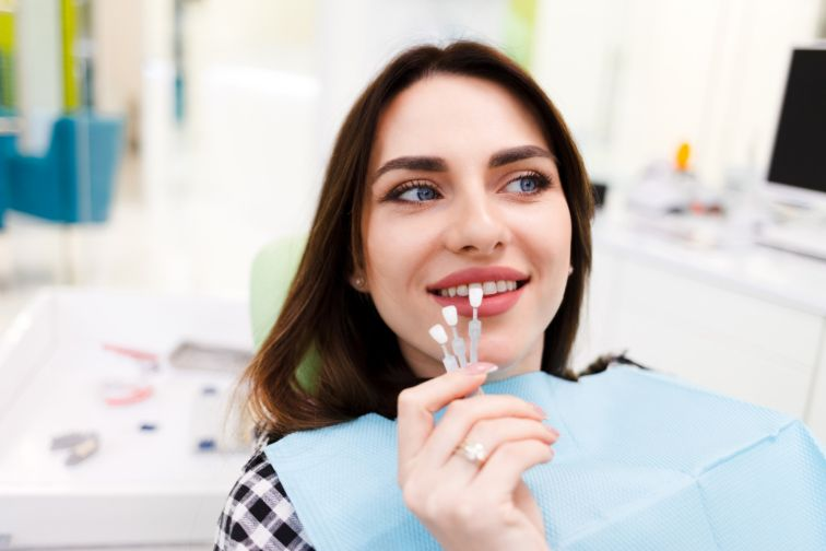 difference between porcelain and composite veneers